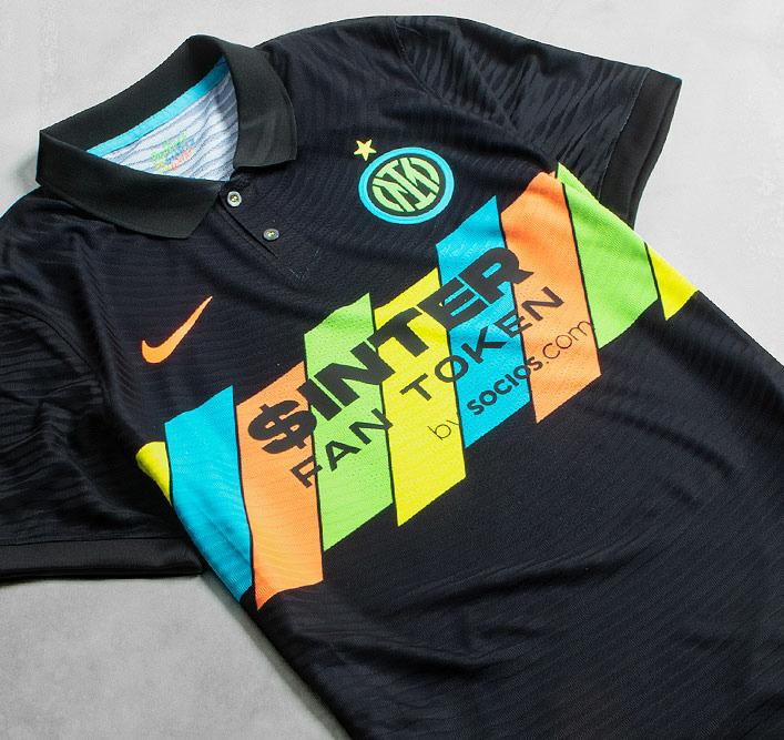 Nieuwe voetbalshirts en trainingskleding